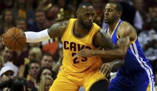 Los Warriors recuperan el factor cancha. Iguodala humaniza a LeBron (20) (Vídeo)