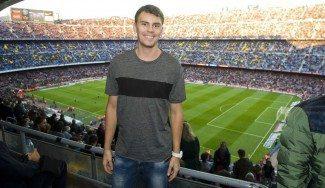 Kuric 'cambia' de balón: espectador de lujo de la goleada del Barça en el Camp Nou