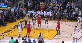 DeAndre Jordan vuelve a las andadas. Mira lo que hace en este tiro libre decisivo contra los Warriors (Vídeo)