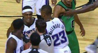 Rondo la lía en México. Expulsado ante los Celtics y tienen que sujetarle (Vídeo)