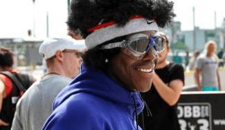Dennis Schröder brilla en un 3×3 callejero en Alemania: peluca, gafas… ¡y póster! (Vídeo)