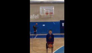 Quién tuvo, retuvo: el hijo de Pedro Robles hace esto en el Campus Gigantes (Vídeo)
