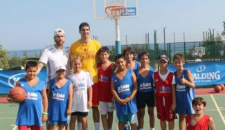 ¡Y estuvo en el JR. NBA-Gigantes Camp! Nacho Díez se sale con un doble-doble en USA