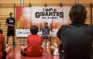 Así fue la visita de Txus Vidorreta al Campus Gigantes de Torrelavega