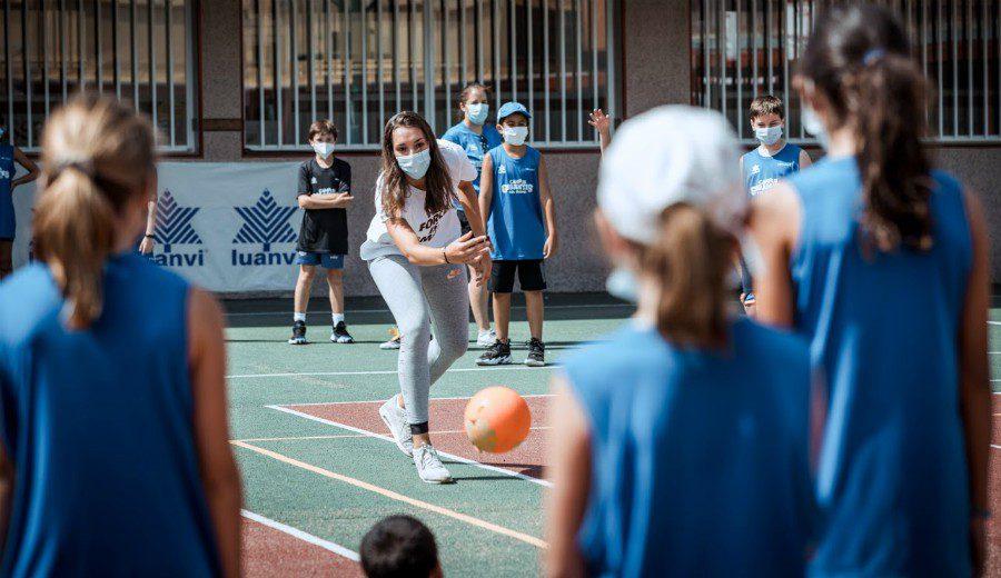 Laura Quevedo: brillante visita de la jugadora de Kutxabank Araski al Campus Gigantes de Madrid